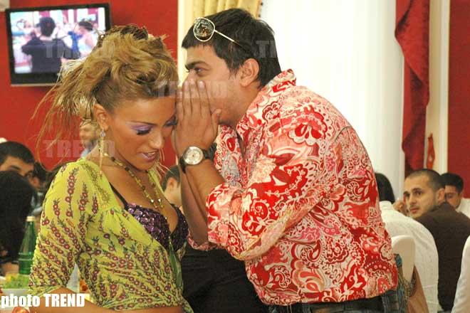 Певцы Ройа и Самир обнимались на виду у всех