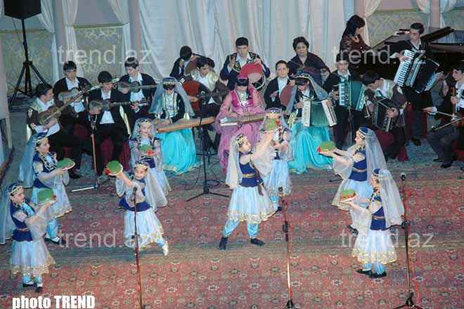 В Баку учащиеся музыкальной школы дали праздничный концерт (фотосессия)