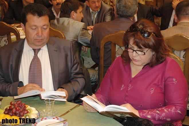 В Баку почтили память азербайджанского поэта Азиза Мафтуна (фотосессия)