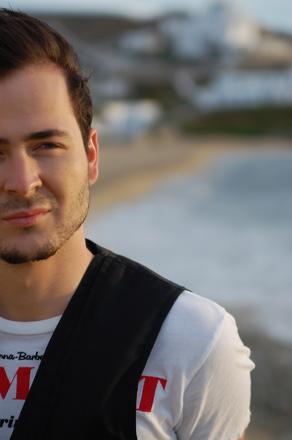 Я хочу переехать в Баку – румынский музыкант Эдвард Майя (фотосессия)