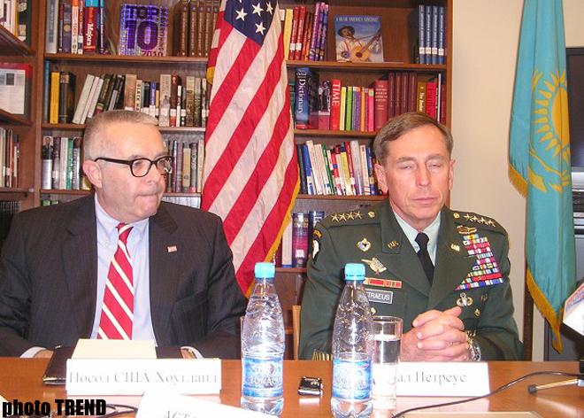 Перспективы двустороннего сотрудничества обсудили глава минобороны Казахстана и командующий центркома США