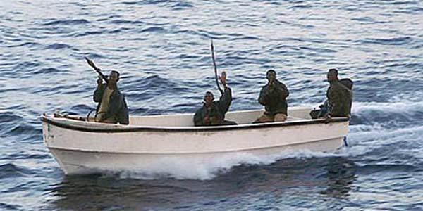 Quldurlar gəmiyə hücum ediblər - 3 nəfər qaçırılıb