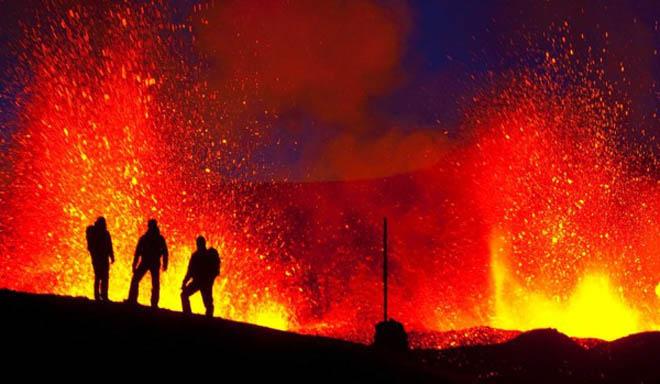 İtaliyada 3 nəfər vulkan kraterində ölüb