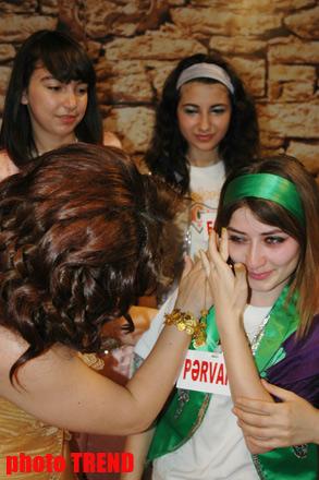 Фанаты телеведущей Гюльнары Мамедовой в слезах (фотосессия)
