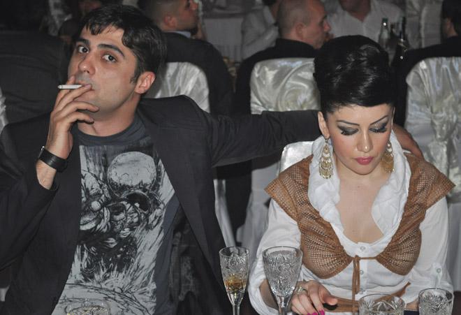 "Прикол-тайм! Телеведущий Турал Асадов и танцовщица Фатима ""съели друг друга"" (фотосессия)"