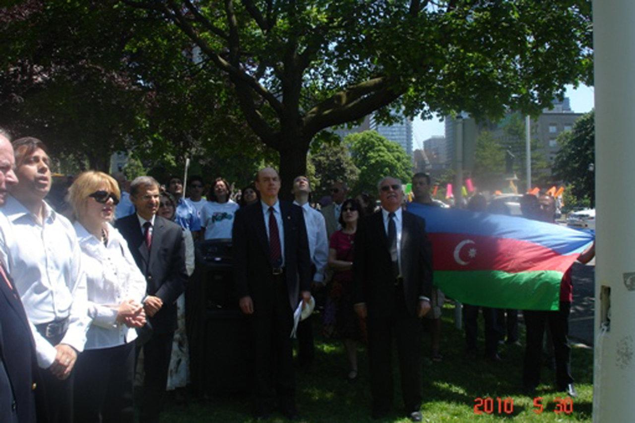 В городе Торонто был установлен национальный флаг Азербайджана (ФОТО)