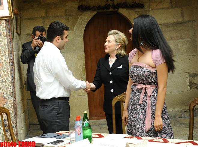 ABŞ dövlət katibi Hillari Klinton Azərbaycanın potensialı barədə çox nikbindir (ƏLAVƏ OLUNUB) (FOTO)