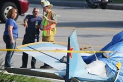 Во Флориде самолет приземлился на дорогу и врезался в автомобили