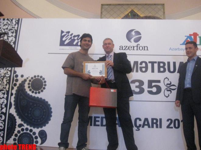 Azerbaijani journalist union awards media representatives (PHOTO)
