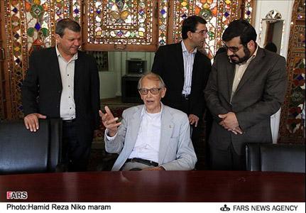 İran Prezidenti amerikalı professora ev hədiyyə edib (FOTO)