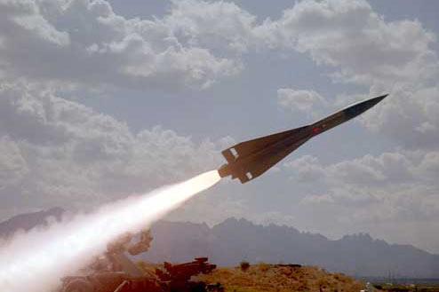 Səudiyyə Ərəbistanı hava hücumundan müdafiə bölmələri Yəməndən atılan raket ...