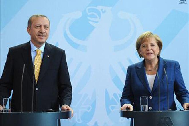 Ərdoğan və Merkel ikitərəfli münasibətləri müzakirə ediblər