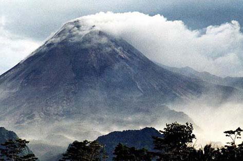 Kamçatkada vulkan püskürüb