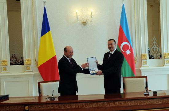 В Баку состоялась церемония награждения президентов Азербайджана и Румынии высшими орденами (версия 3) (ФОТО)