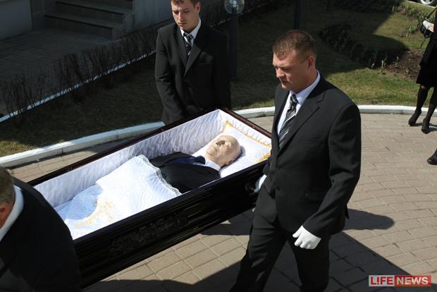 подарок красивую кто бвл на похоронах анатолия отраднова проверенных интернет-магазинах: популярные