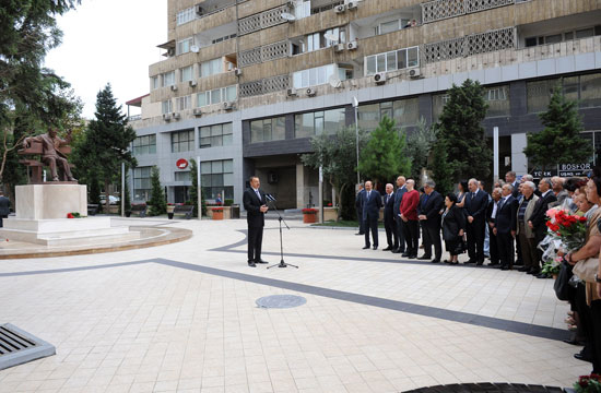 Azərbaycan Prezidenti Fikrət Əmirov küçəsində görkəmli bəstəkarın xatirəsinə ucaldılmış abidənin açılışında iştirak edib (FOTO)