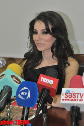 Турецкий успех певицы Зарины в Баку - корзины со сладостями,