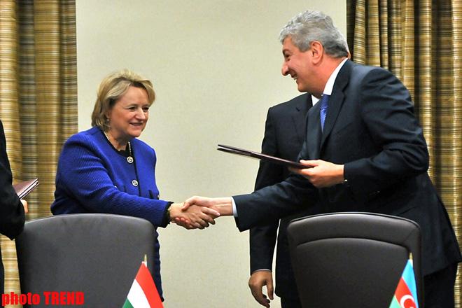 Azerbaijan, Hungary sign documents on economic cooperation (PHOTO)