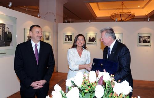 Hungarian President visits Heydar Aliyev Foundation (PHOTO)