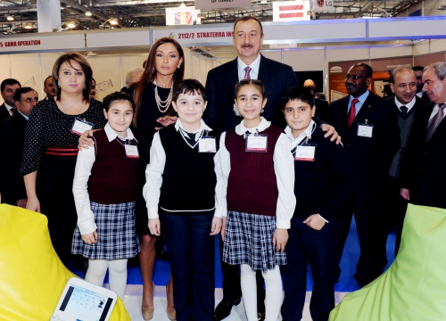 Azerbaijani President and his spouse visit 17th International Telecommunications and Information Technologies Exhibition BakuTel-2001 (PHOTO)