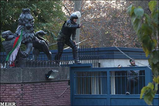 Iranian students burn UK flag in front of country's embassy in Tehran   (UPDATE) (PHOTO, VIDEO)