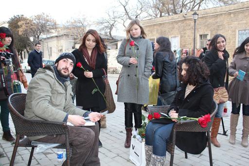 Дружеские шаржи для прекрасных дам – акция в Ичери Шехер (фотосессия)