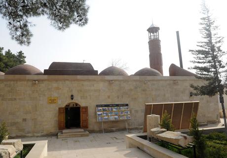 Президент Азербайджана посетил в Сальянском районе Джума-мечеть после ремонта и реконструкции (ФОТО)