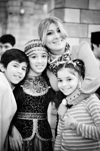 """В Баку состоялся праздничный концерт """"Чужих детей не бывает"""" (фотосессия)"""