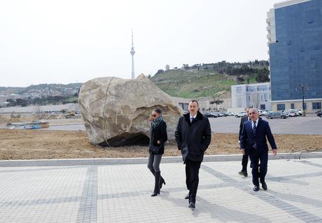 Azərbaycan Prezidenti və xanımı Dövlət Bayrağı Meydanı və İdman-Konsert Kompleksində inşaat işlərinin gedişi ilə tanış olublar (FOTO)