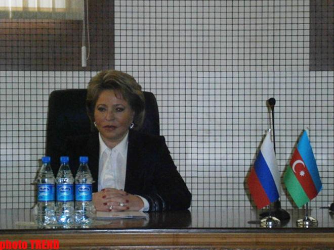 """Rusiya Federasiya Şurasının sədrinə BDU-nun """"Fəxri doktoru"""" diplomu verilib (FOTO)"""