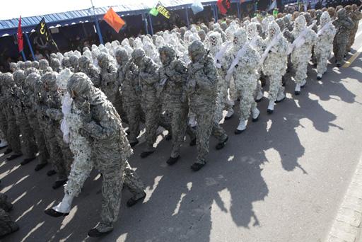 İran hərbi gücünü nümayiş etdirdi (FOTO)