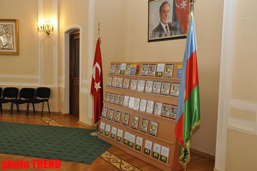 Türkoloq alim Yunus Oğuzun kitablar toplusunun təqdimatı keçirilib (FOTO)