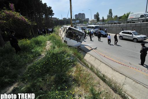 Bakı Yol Polisi: Bakıda sərnişin avtobusunun aşması nəticəsində dörd nəfər xəsarət alıb (ƏLAVƏ OLUNUB-2) (FOTO)