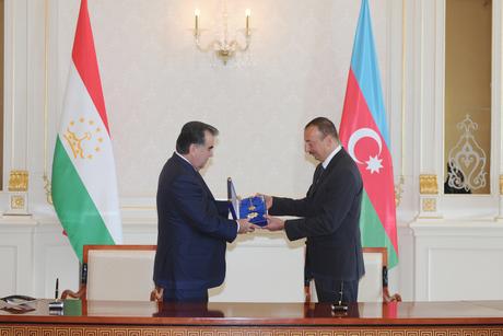Состоялась церемония награждения высшими орденами Президентов Азербайджана и Таджикистана (ФОТО)