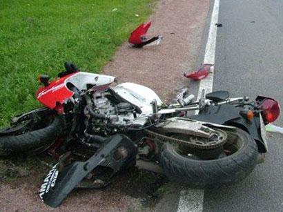 Xırdalanda gecə motosiklet qəza törətdi - 20 yaşlı qız dünyasını dəyişdi