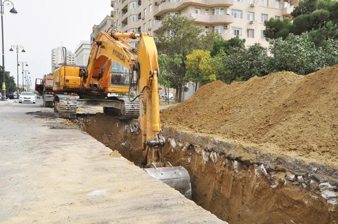 Bakıda kanalizasiya və yağış sularının axıdılması üçün magistral xətlər tikilir (FOTO)