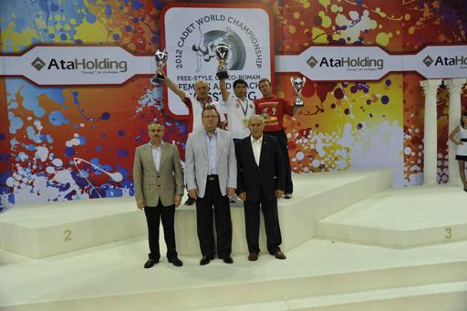 Azərbaycan yeniyetmə güləşçiləri dünyanın birincisi olublar (FOTO)