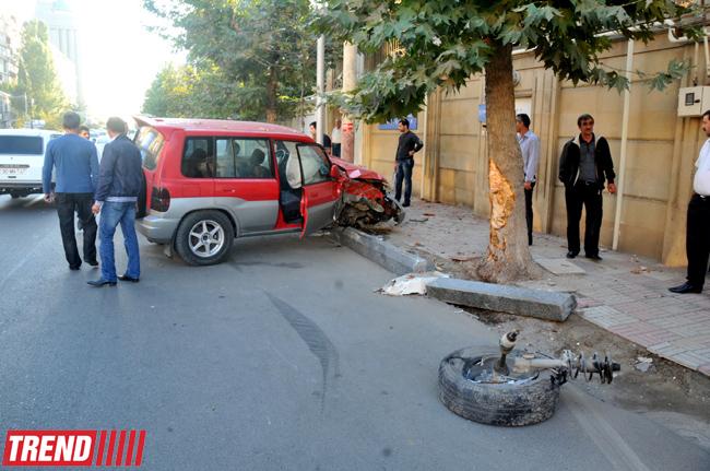 Bakıda piyadanın vurulması ilə nəticələnən ağır yol qəzası baş verib (FOTO)