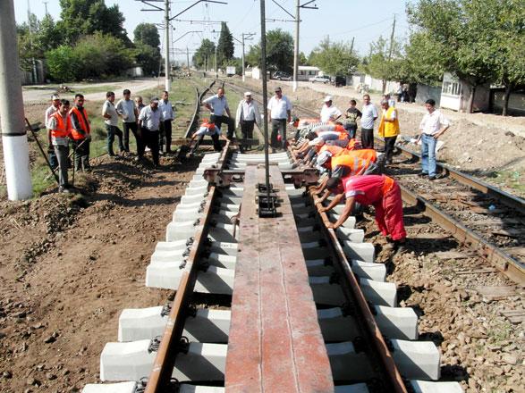 Kürəkçay-Goran dəmiryol xəttinin bir hissəsi əsaslı təmir olunur (FOTO)