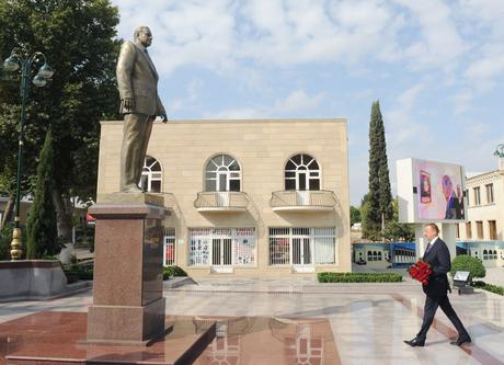 Prezident İlham Əliyev Tərtərdə ümummilli lider Heydər Əliyevin abidəsini ziyarət edib (FOTO)