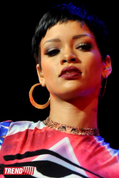 Rihanna Bakı Kristal Zalında möhtəşəm şou-proqramla çıxış edib (FOTO)
