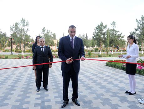 Prezident İlham Əliyev Yeni Azərbaycan Partiyası Zərdab rayon təşkilatının yeni binasının açılışında iştirak edib (FOTO)