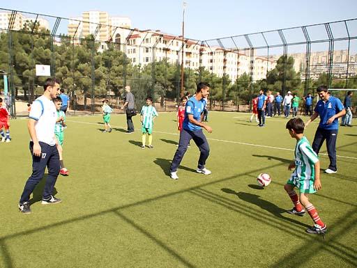 Futbol üzrə Azərbaycan yığmasının üzvləri Bakı SOS Uşaq Kəndində olublar (FOTO)