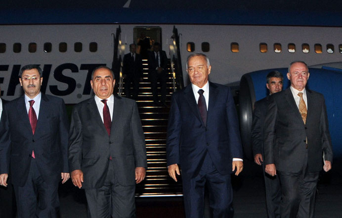 Özbəkistan Prezidenti Azərbaycana rəsmi səfərə gəlib