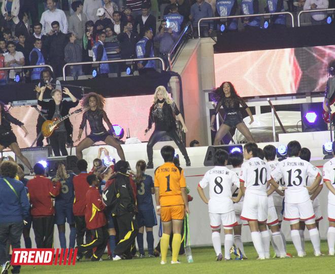 Şakira Azərbaycanda futbol üzrə dünya çempionatının bağlanış mərasimində çıxış edib (FOTO, VİDEO)