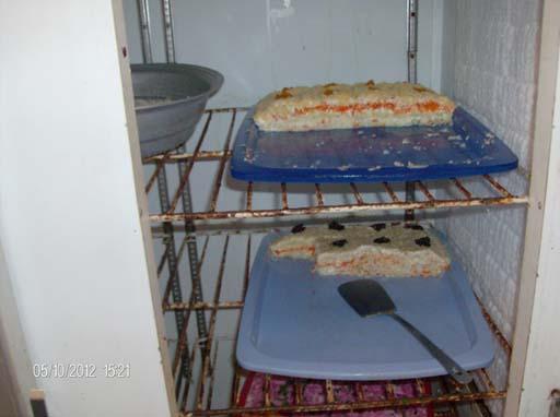 Bakı restoranlarından birində təqdim edilən salatlarda insan orqanizmi üçün təhlükəli mikroorqanizmlər aşkarlanıb (FOTO)
