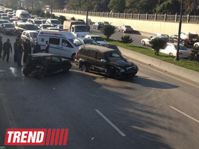 """Bakıda """"20 Yanvar"""" metrostansiyasının yaxınlığında yenidən ağır yol qəzası baş verib (FOTO)"""