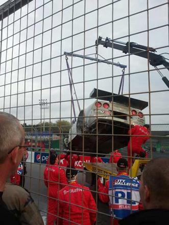 """Bakıda """"City Challenge"""" yarışları zamanı avtomobillərdən biri maneələrə çırpılıb, xəsarət alan yoxdur (FOTO)"""