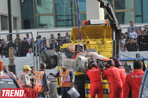 """Bakıda tarixi """"Formula 1"""" yarışmasının final mərhələsi zamanı braziliyalı pilot qəzaya uğrayıb (FOTO)"""