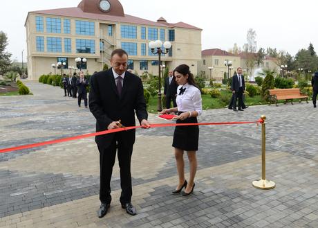 İlham Əliyev Saatlıda Tarix-Diyarşünaslıq Muzeyi və Rəsm Qalereyasının yeni binasının açılışında iştirak edib (FOTO)
